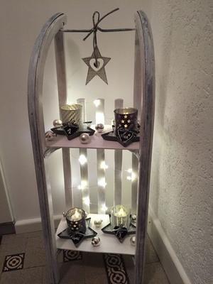 Bekijk de foto van marjolein131 met als titel Slee ...omgebouwd voor een leuk tafelreeltje kerst / winter decoratie voor in de hal / woonkamer .Sfeervol en gezellig ! en andere inspirerende plaatjes op Welke.nl.