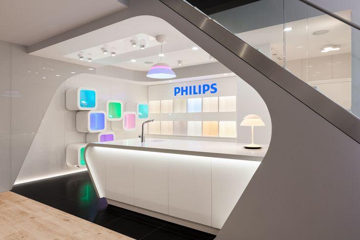 """W Showroomie Philips Lighting mamy do czynienia z """"pięknem interaktywnym"""", czyli takim, którym możemy sami sterować i które odpowiada na nasze potrzeby i upodobania. W  showroomie znajduje się Lighting Aplication Center (LAC) – strefa, w której możemy samodzielnie przetestować i dobrać optymalne parametry świetlne, a przy okazji sprawdzić możliwości Philips Hue. #design  #interior #Philips #LED #Showroom #Duchnicka #PhilipsLighting"""