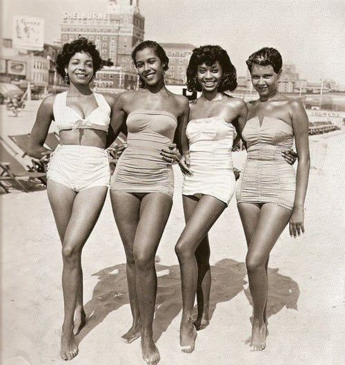 Vintage! 1950s African American Beach Beauties! Beautiful as ever with plenty left to the imagination! Classic beauty! #naturalbeauty