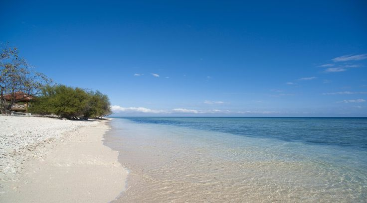 A perfect white sandy beach for relaxing on. Plenty of space for all on Gili Trawangan.