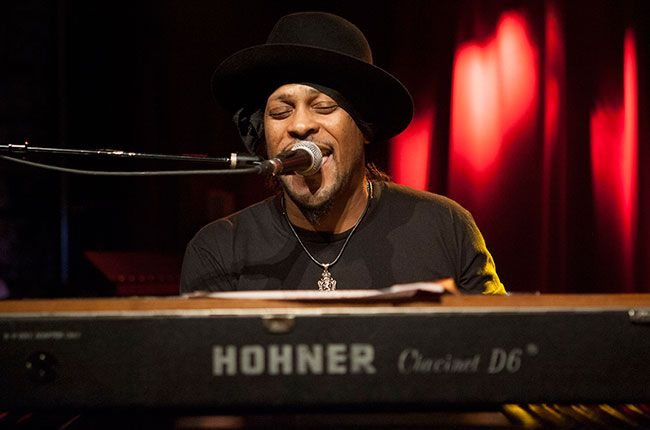 Is D'Angelo Finally Releasing a new Album? Singer Announces Listening Session for 'Black Messiah'   Billboard