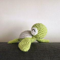 Bonjour! Aujourd'hui, je vous propose quelques tutos pour faire des tortues au crochet. Je dois bien avouer que j'adore les tortues et comme elles sont petites, c'est assez rapide…