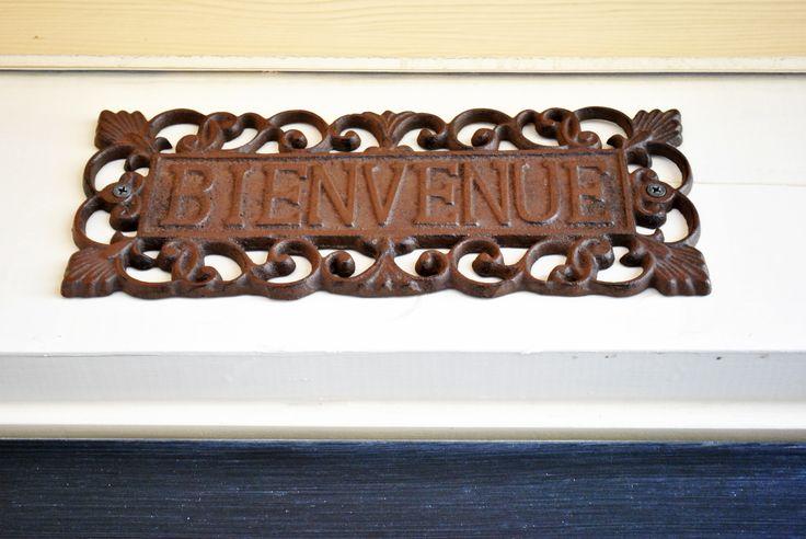 bienvenue sign for over the door
