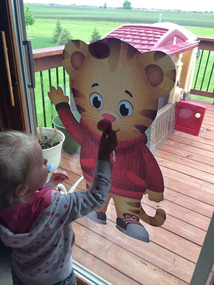 Stick the nose on Daniel Tiger game