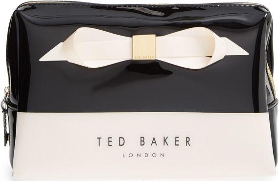 •Website: http://www.cuteandstylishbags.com/portfolio/ted-baker-london-jet-amelia-cosmetics-case/ •Bag: Ted Baker London Jet 'Amelia' Cosmetics Case