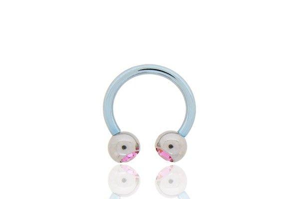 FER À CHEVAL TIGE BLEUE 11MM BILLE ACIER ROSE http://www.aiapiercing.com/piercing-oreilles/cartilage-helix-et-anti-helix/fer-a-cheval-tige-bleue-11mm-bille-acier-rose Billes en acier de 5mm vissables avec strass rose. #rose #bleu #feracheval #piercing