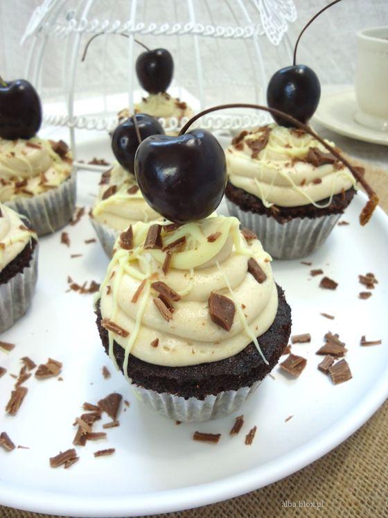 muffinki czekoladowe, babeczki czekoladowe, krem chałwowy przepis, krem chałwowy, ciasto czekoladowe, wilgotne ciasto czekoladowe, muffinki czekoladowe, babeczki czekoladowe, muffinki czekoladowe z wiśniami, muffinki czekoladowe wilgotne, muffinki czekoladowe z kremem mascarpone, muffinki czekoladowe bardzo wilgotne, krem chałwowy z mascarpone, krem chałwowy  do tortu, krem chałwowy przepis, krem chałwowy do babeczek, krem chałwowy do muffinek, krem chałwowy do ciasta