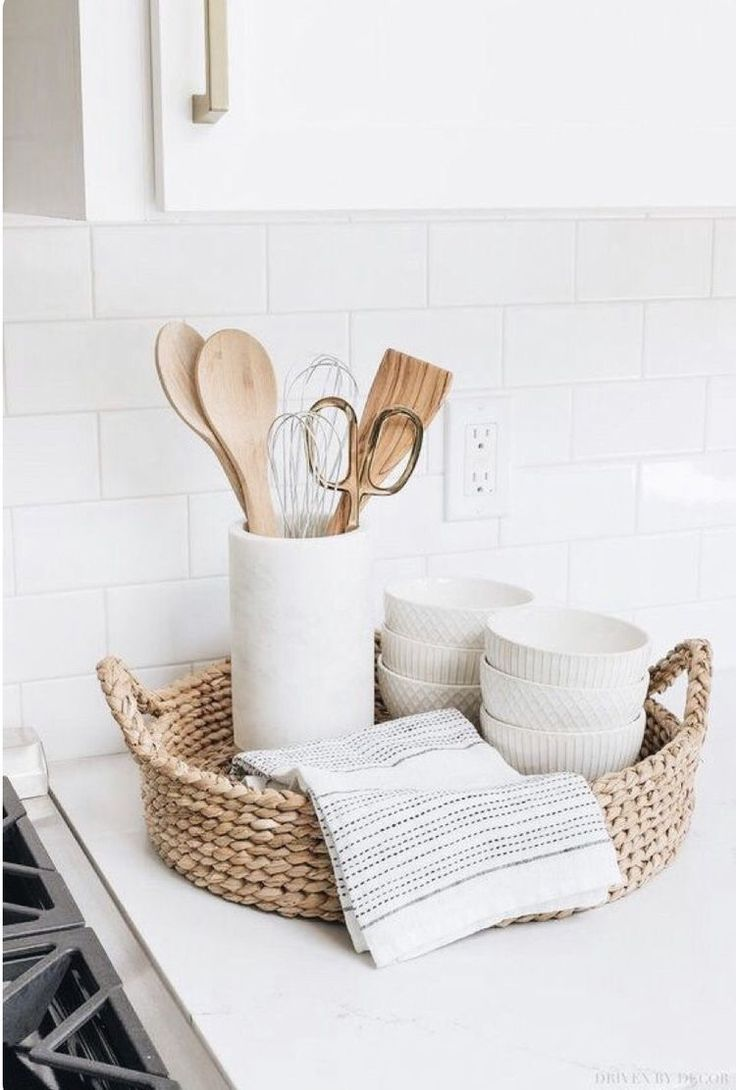 Küche Dekorieren Pinterest Dekoration In Der Küche, #dekoration #der #homecleaningdiykitchens #küche | Woven Trays, Driven By Decor, Kitchen Remodel