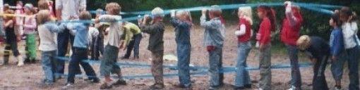 groepsspellen:   Stratego Moordspel Moordspel 2 Chaosspel Vossenjacht Casino spelen Fotospel Soesjes hoppen Radioactieve straling Coördinatentocht Bergen aan Zee Gekleurde sokken Medicijnen Spons water vuur Nummerrace Nummer-letter expeditie Regenboogspel Bosspelen Eiermep Levend bingo