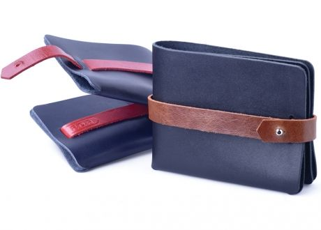 Leaf wallet. No seams. Changeable strap.