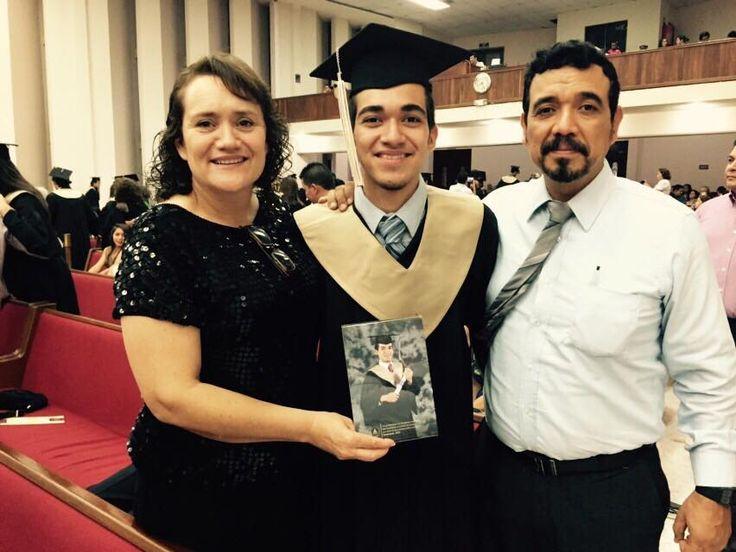 Graduación de PREPARATORIA de Samuelito... Vamos por la Licenciatura en Arquitectura.