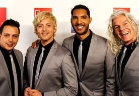 2-May-2013 8:18 - ACHTERGEBLEVEN VOICES KIEZEN NIEUWE BANDNAAM. De vier leden van LA The Voices die zijn achtergebleven na het vertrek van Gordon, kiezen deze week een nieuwe bandnaam. Volgens zanger Peter…...