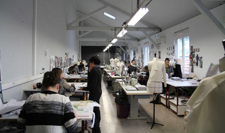 L'atelier des 3ème année IICC-Mode dans les locaux des 4M, au 19 rue Fauchier 13002 Marseille  Crédit Photo: Edwige Duc