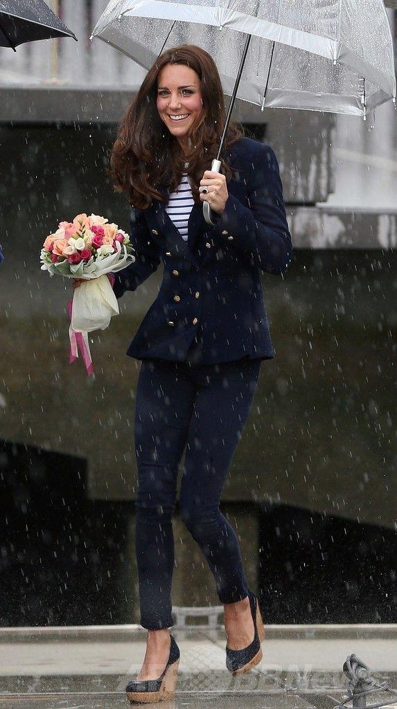 ニュージーランド・オークランド(Auckland)の港に到着したキャサリン妃(Catherine, Duchess of Cambridge、2014年4月11日撮影)。(c)AFP/FIONA GOODALL ▼11Apr2014AFP|英王子夫妻がヨット対決、勝者はキャサリン妃 NZ http://www.afpbb.com/articles/-/3012409 #Auckland #Catherine_Duchess_of_Cambridge