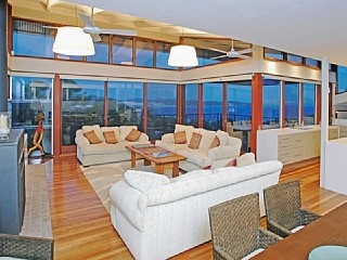 http://www.homeaway.com.au/holiday-rental/p405225297 Expansive home with ocean views and amazing pool #portstephens #holidays