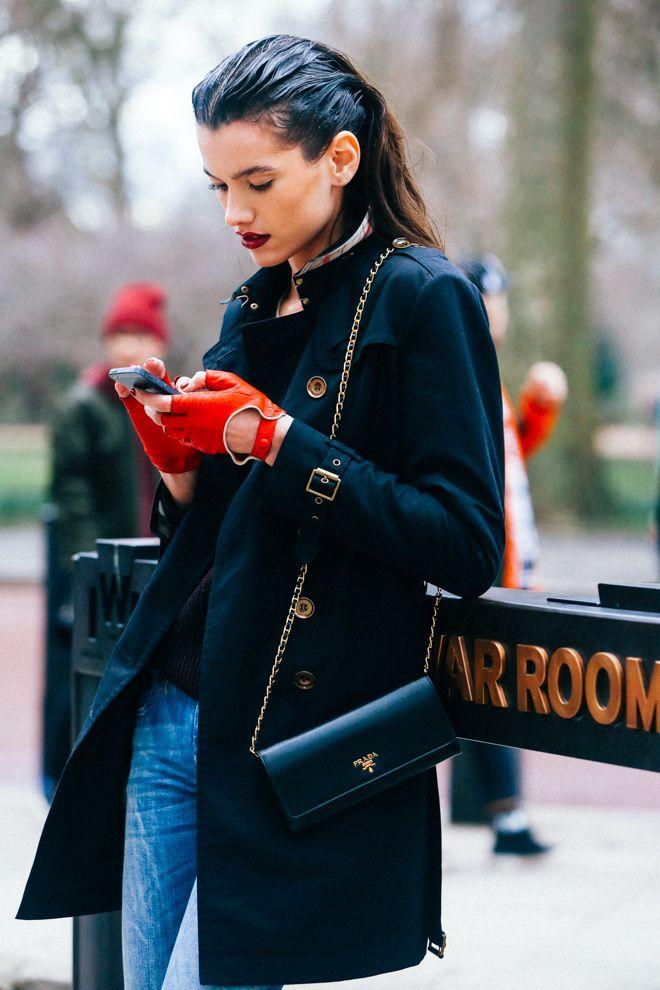 Street looks à la Fashion Week automne-hiver 2015-2016 de Londres http://www.vogue.fr/mode/street-looks/diaporama/street-looks-la-fashion-week-automne-hiver-2015-2016-de-londres/19153