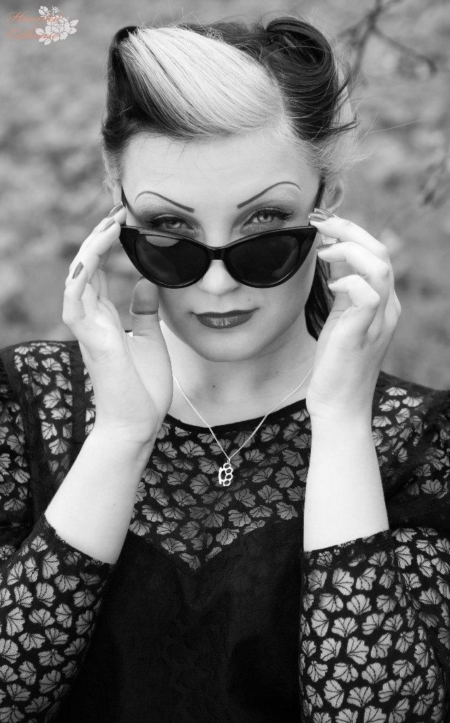 Wish I could pull off this awesome hair! And love the cat eye glasses