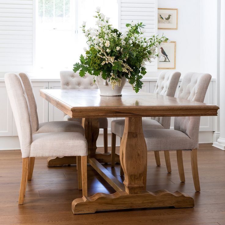 Christmas in #htfstyle French farmhouse dining table | hardtofind.