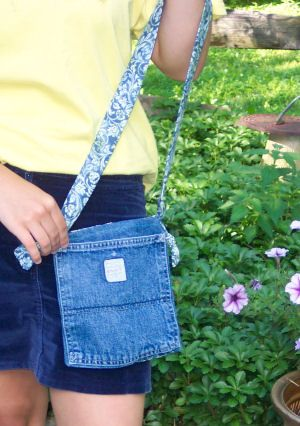 what to do with old jeans, make a denim pocket book, learn to sew, fun with denim, sew a denim pocket book, crafts of chadds ford