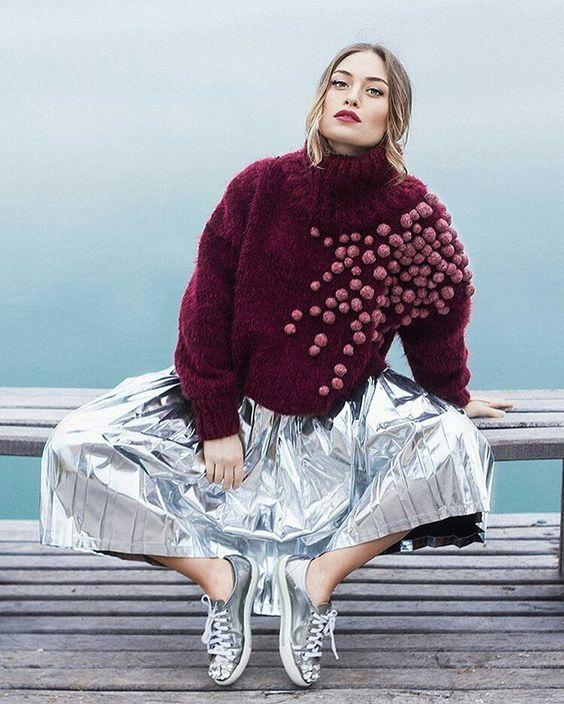 Креативный декор свитера помпончиками / Свитер или кардиган: вторая жизнь / ВТОРАЯ УЛИЦА