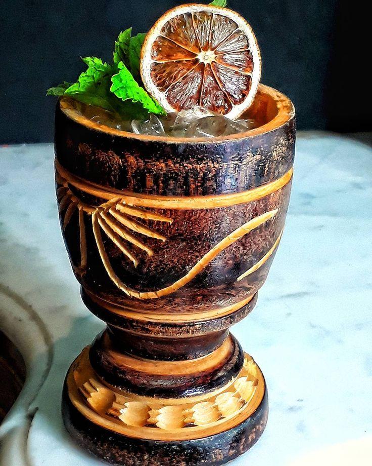 Quer Um coquetel com origens Tupiniquim...? Com idéia a idéia de trazer sabores brasileiros a um coquetel esse é o:  T U P I N I Q U I M:  Cachaça Tiê Prata Purê de Cajú Licor de Cumaru (Tonka) Limão Cravo Orgeat de Castanha de Baru Hortelã ' ' #drink #drinks #cocktail #cocktails #mixology #mixologybrasil #cachaça #brazil #coquetelariabrasileira #brasilidade #bartender #bartending