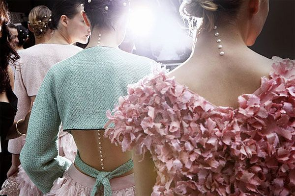 Pearl accents at Chanel SS12 #chanel #pearl #runway #pastel #sea #ocean #ss12 #pfw #fashion