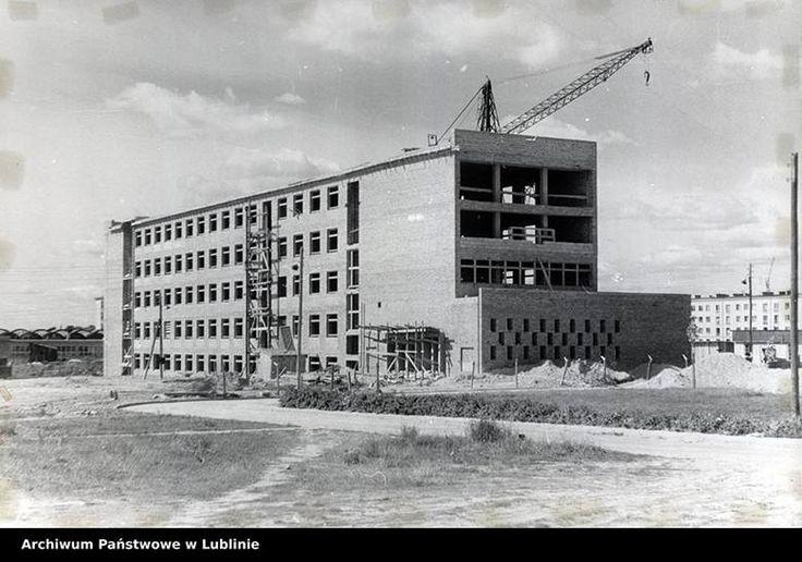"""Budowa gmachu pierwszej Humanistyki UMCS, która powstawała w latach 1961 - 1963. Zdjęcie pochodzi z """"Albumu pamiątkowego budownictwa lubelskiego"""