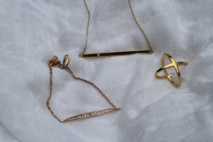 Dainty gold jewlery - Jennifer Zeuner, Michael Kors and Elizabeth & James