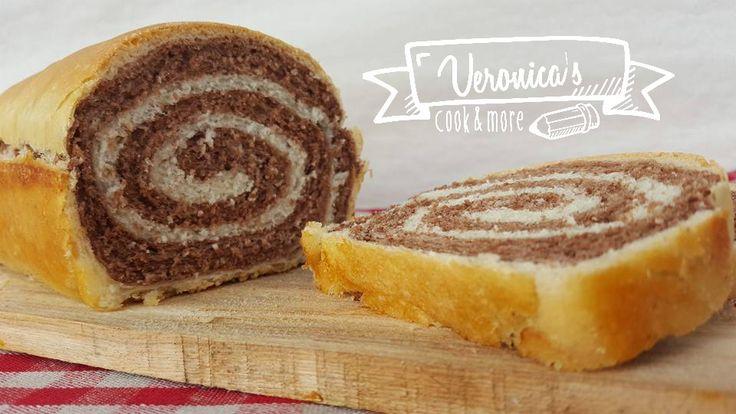 Un pane tutto particolare per la sua decorazione all'interno! Ideale a colazione che sicuramente incuriosirà i bambini, magari spalmato con la nutella o burro e marmellata, che bontà!