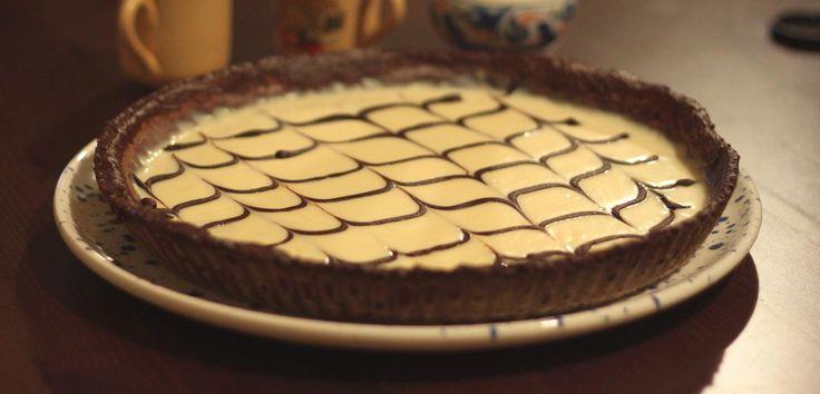 La crostata con crema al cioccolato bianco e nutella è un dolce perfetto per chi ama apprezzare le varie sfumature del cioccolato