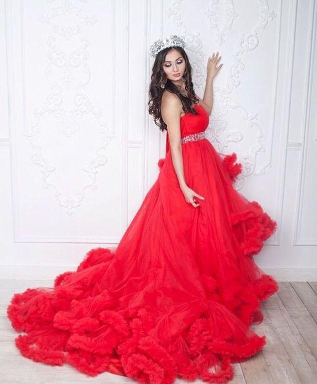 Девочки‼️??????? Осталось 1 место на супер выгодную фотосессию в волшебном платье-облако красного цвета??которое пройдёт в потрясающей студии 11 июня в 12:00⏰??? В стоимость входит Студийная фотосъемка (потрясающая студия с двумя зонами лофт и белая с огромными...