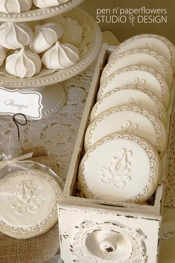 """love the """"drawer"""" holding the cookies, and I love the neutral palate"""