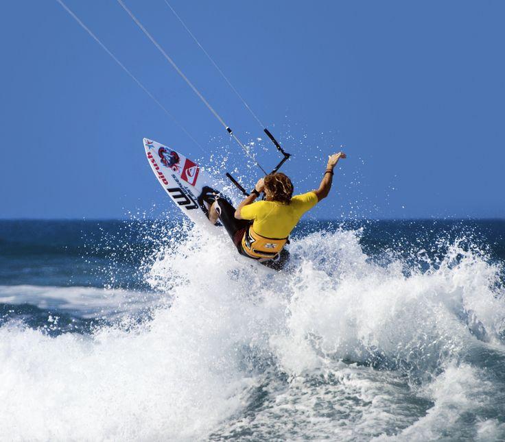 Cabarete kaldes for surfernes paradis og er da også mest kendt for at være blandt de ti bedste steder i verden at surfe. Verdensmesterskaberne i surfing er også flere gange blevet afholdt her.  http://www.falklauritsen.dk/rejser/central-amerika/den-dominikanske-republik