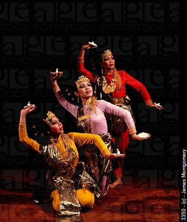 dancing+Malaysia | Malay candle dance. Malaysia. 3350 © James Montgomery