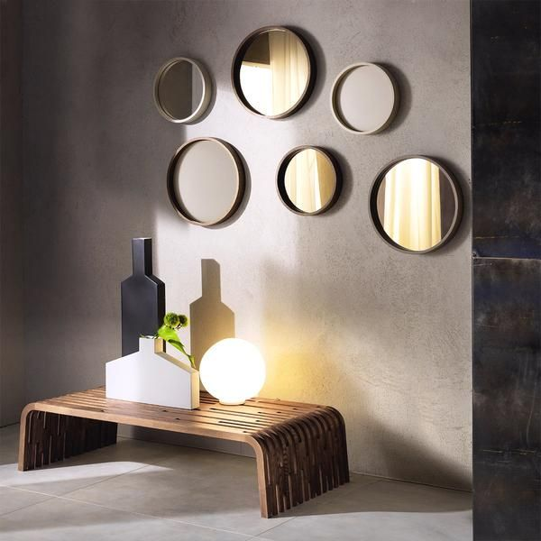 Pacini e Cappellini's Oblo mirror embodies timeless simplicity. For a modern effect, use a mix of sizes and finishes set at different heights. The versatility of the design makes it a stylish addition to the living room, entryway or bedroom
