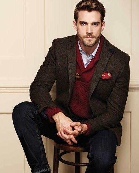 Team a dark brown wool blazer with black jeans for a dapper casual get-up. Shop this look for $210: http://lookastic.com/men/looks/longsleeve-shirt-pocket-square-v-neck-sweater-blazer-jeans/4602 — Light Blue Longsleeve Shirt — Red Print Pocket Square — Burgundy V-neck Sweater — Dark Brown Wool Blazer — Black Jeans