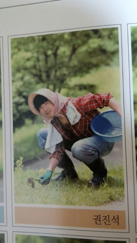 """Korean High school allows """"anything goes"""" yearbook photos, with hilarious results!"""
