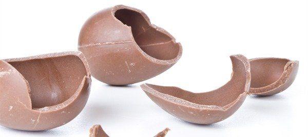 Tante idee per riciclare le uova di pasqua con il Bimby! Qui trovi le ricette per utilizzare e smaltire la cioccolata fondente, quella al latte, quella bianca e quella Kinder!