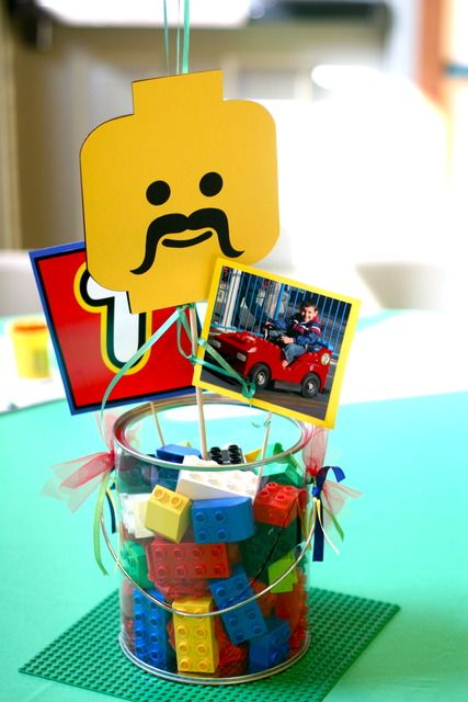 Lego centerpiece. One day we will need this for a boy birthday party :)