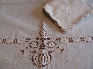 IRISH CROCHETED FLOWER VASE WITH CUTWORK ECRU SQUARE #TABLECLOTH http://bit.ly/1LH9HPb #LACE #LINENS
