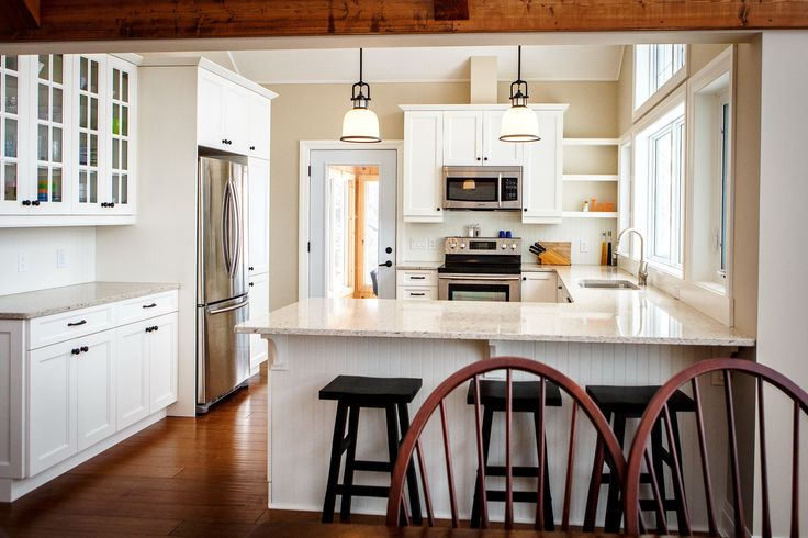 Carling Bay Cottage - Interior - Custom Kitchen - Custom Cabinetry - Kitchen Solutions - Breakfast Bar - Parry Sound/Muskoka - Cedarland Homes - www.cedarlandhomes.ca
