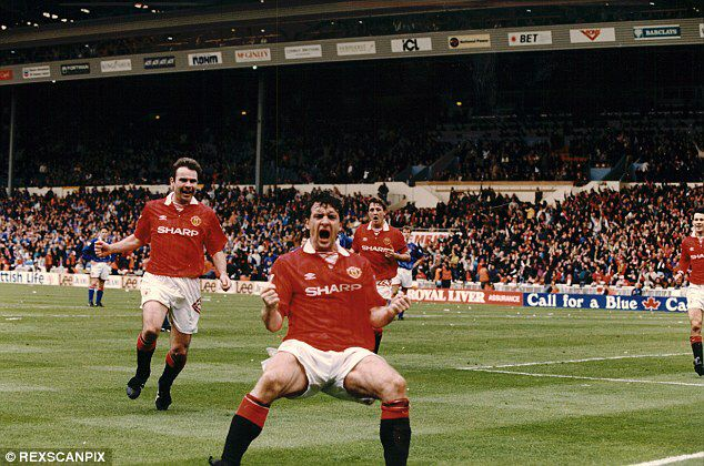 Image from http://i.dailymail.co.uk/i/pix/2014/09/14/1410692018392_wps_63_Football_FA_Cup_Semi_Fina.jpg.