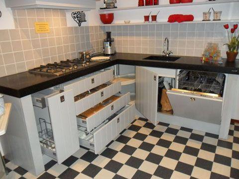 Bruynzeel Giethoorn met lage apothekerskast
