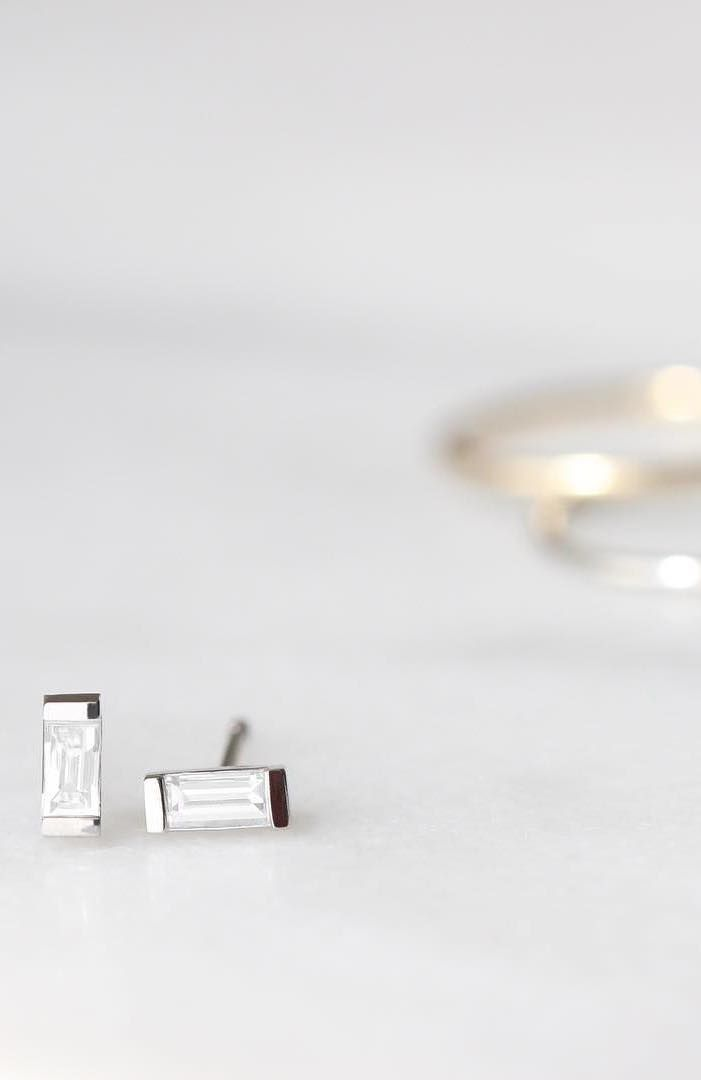 Brighten up with our white gold Baguette Diamond Rings.   Vrai & Oro