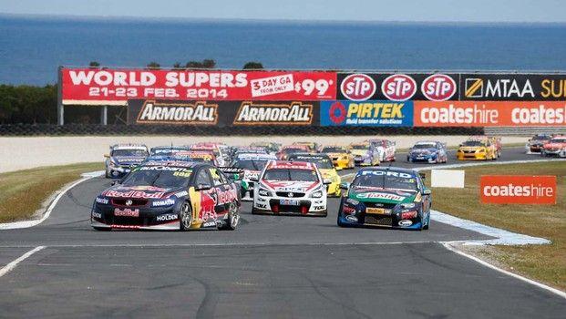 V8 Supercars a Phillip Island, dal caos esce vincitore Tander