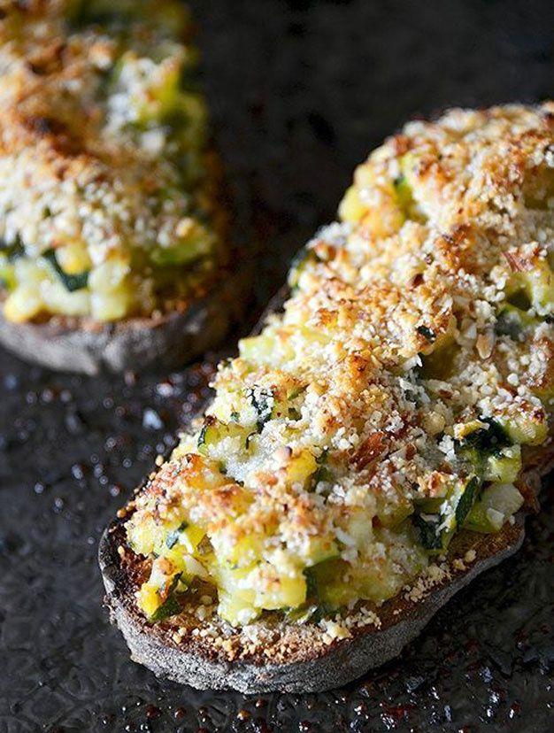 Recettes tartines salées ● Accompagne les salades vertes d'été ● Saupoudrer de parmesan des courgettes préalablement revenues dans une sauteuse puis faire gratiner le tout quelques minutes