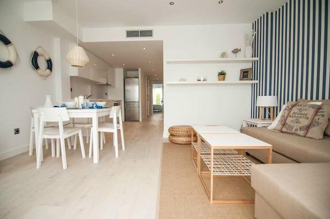Apartamento en Sitges que mezcla decoración nórdica y marinera, por I loft you.