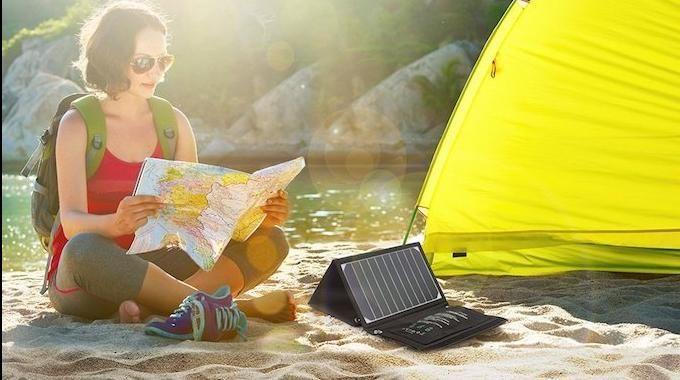Vous cherchez un chargeur solaire pour la randonnée ? Un chargeur léger et facile à transporter ? C'est vrai, qu'en randonnée les prises électriques sont rares ! Pas évident de charger son t�...