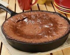 Gâteau brownie au chocolat à la poêle : http://www.cuisineaz.com/recettes/gateau-brownie-au-chocolat-a-la-poele-79530.aspx