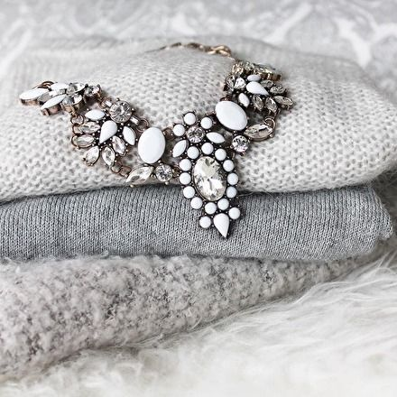 Snow White Statement Necklace #outfitoftheday #fashionista - 24,90 € @happinessboutique.com